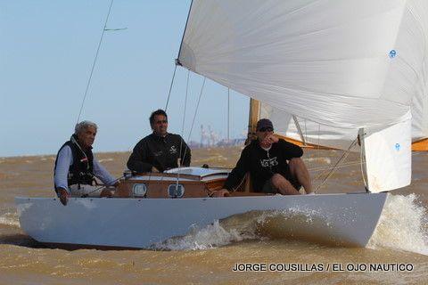 Con una prolija tripulación y con un barco muy veloz , German Frers se adjudicó otra vez mas el Campeonato Argentino de la Clase Grumete 2011