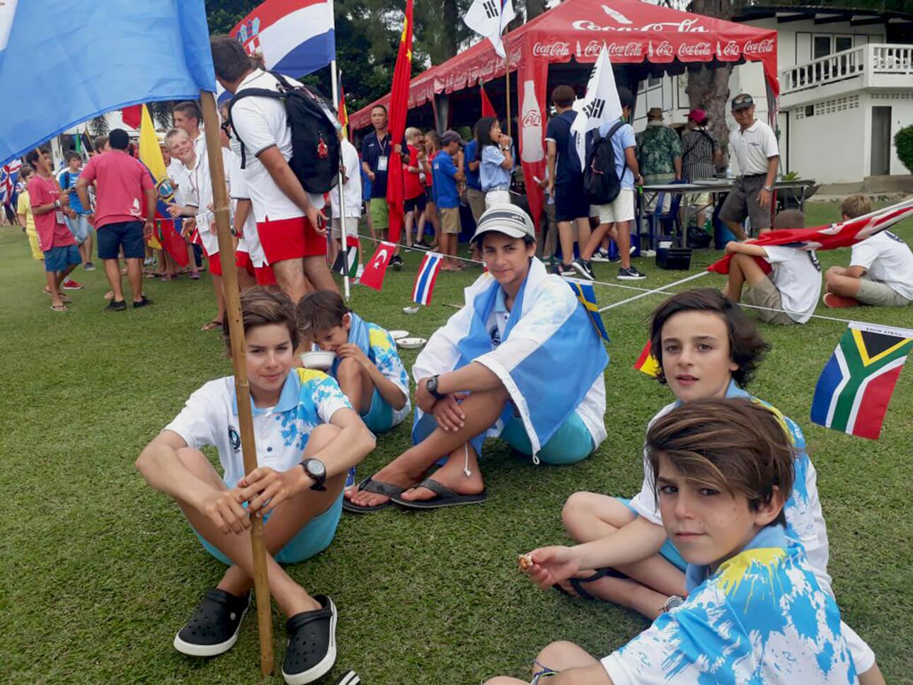 Los chicos en la apertura del Mundial de Optimist de Tailandia