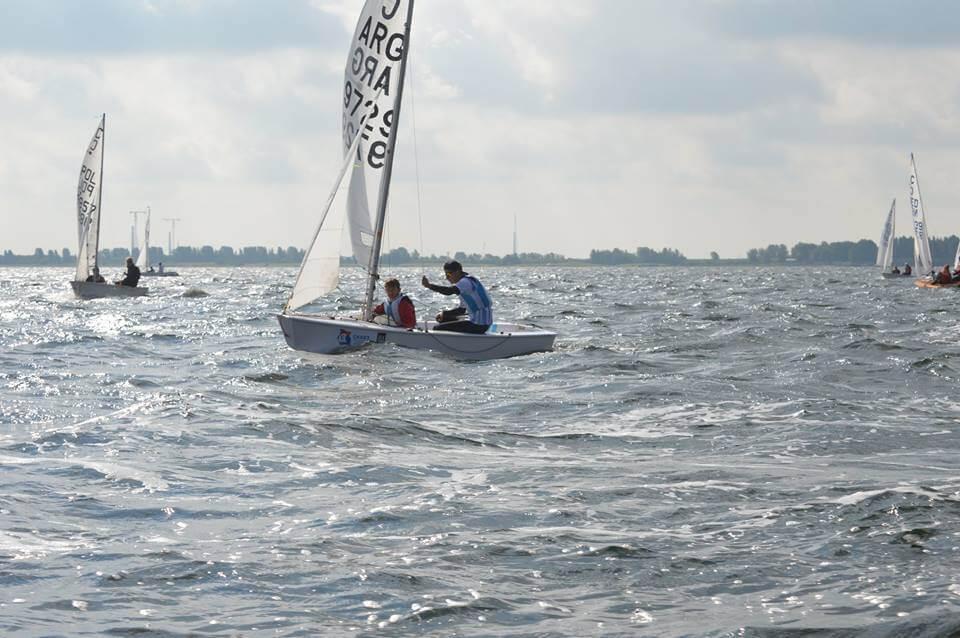 Barco argentino compitiendo en el Mundial de Cadet