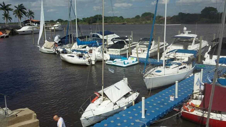 Marina del puerto de Yacht Club Corrientes