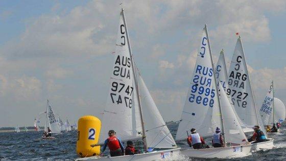 Mundial de Cadet en Holanda - Barco argentino compitiendo