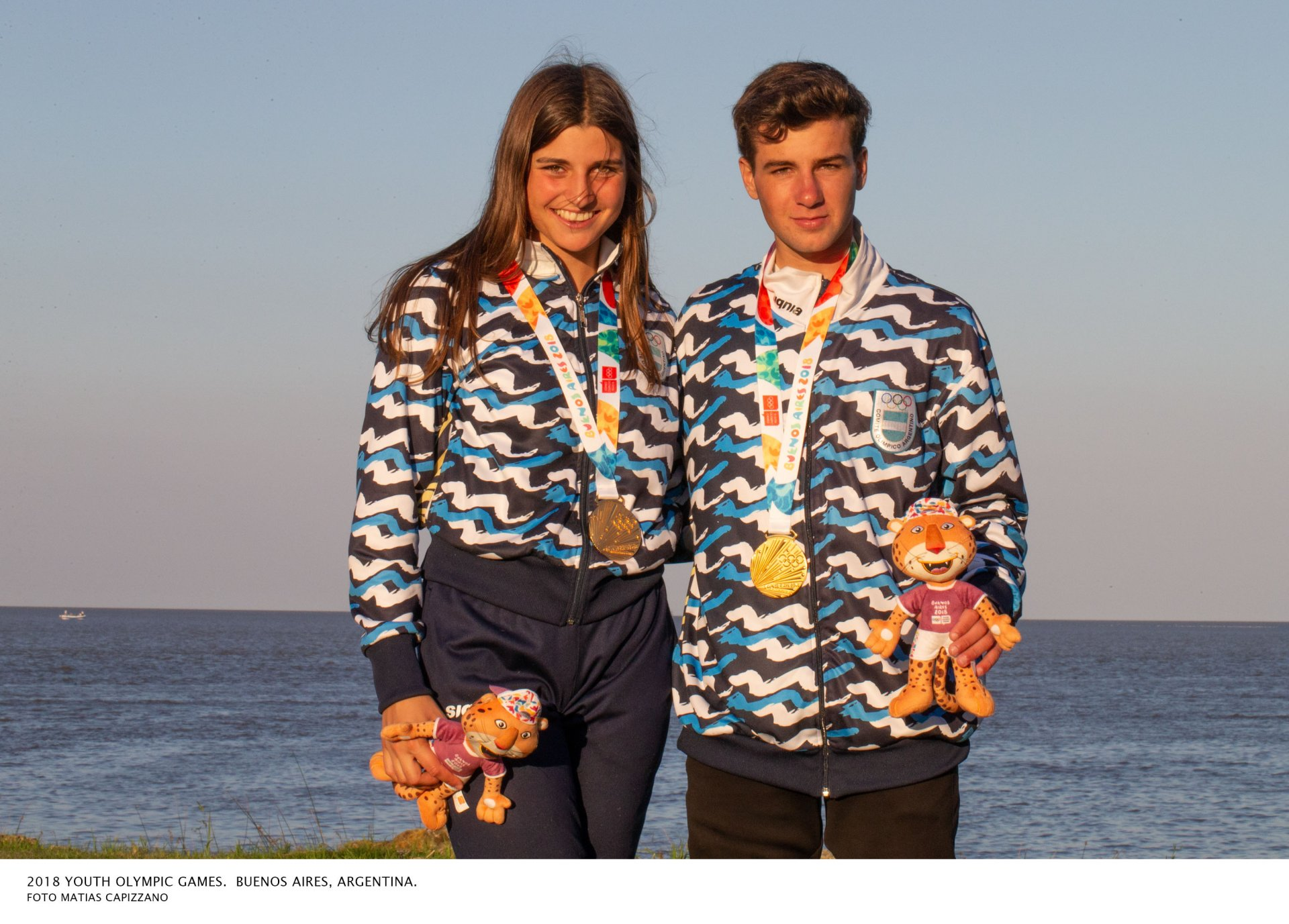 Teresa Romairone y Dante Cittadini con las medallas de oro - Nacra 15