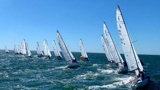 Barcos navegando en las aguas de Mar del Plata - SIY 2019