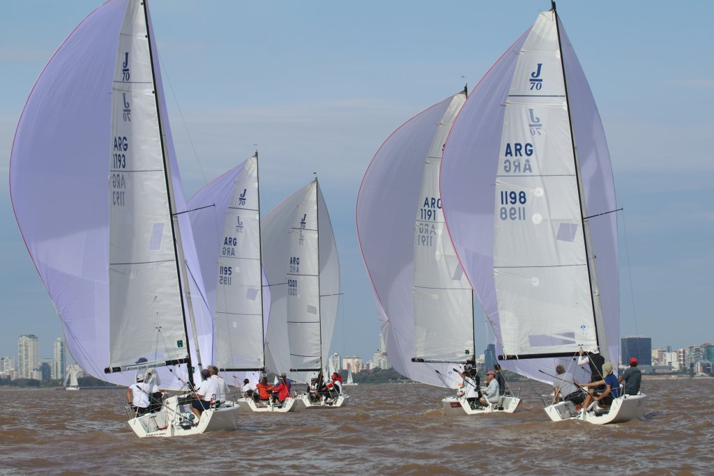 Barcos J70 navegando en el campeonato San Isidro Labrador