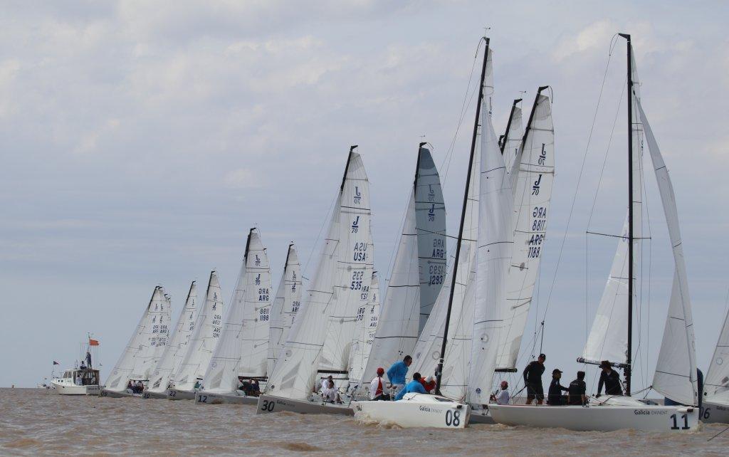 Largada d ela regata de J70 en el Campeonato San Isidro Labrador 2019