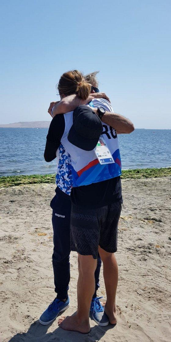 El abrazo entre Bautista Saubidet y su entrenador Raul Saubidet