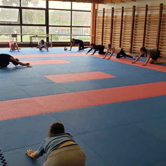 Haciendo Yoga en la concentracion para Dakar 2022