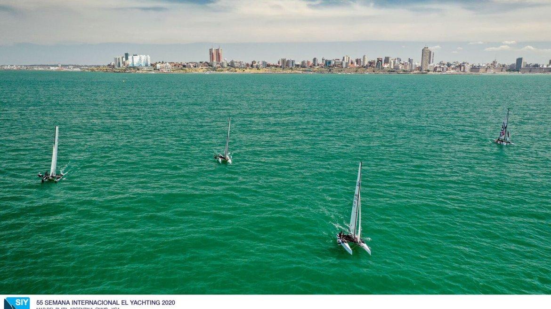 Nacra 17 corriendo regata en Mar del Plata - Semana Internacional de Yachting